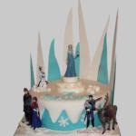 Tort Frozen z figurkami