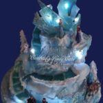 Tort 4- pietrowy Frozen z figurkami , jadalnym czystym lodem i Led oświetleniem.
