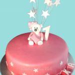 Tort różowy z misiem i gwiazkami
